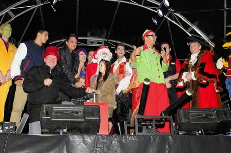 Turning on of the lights with Gareth Gates, Adam Gemili and Steve McFadden and Panto cast.
