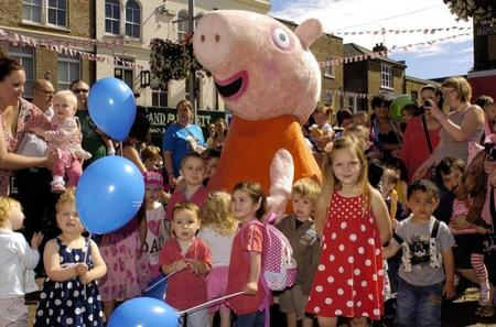 Peppa Pig visits Dartford market