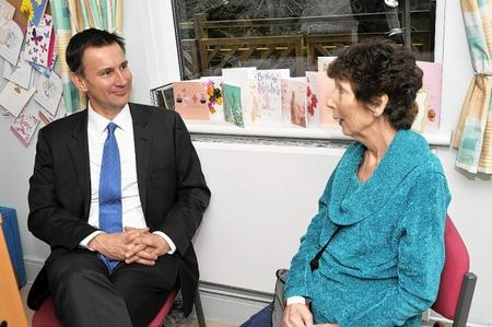 Rt Hon Jeremy Hunt MP visits Heart of Hospice, and chats to patient Susan Young from Snodland.