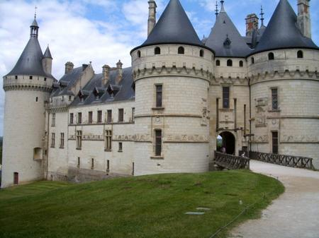 Chateaux of the Loire, one of the sites to be seen while camping