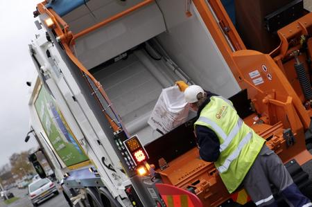 Refuse lorry in Medway