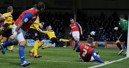 ...and Charlie Lee gets on the end of it to get Gills back in the match