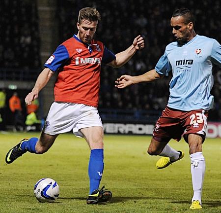 Matt Fish comes under pressure from Kaid Mohamed