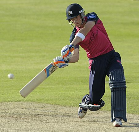Former Kent batsman Joe Denly cracked an unbeaten 90 and carried his bat for 20 overs.