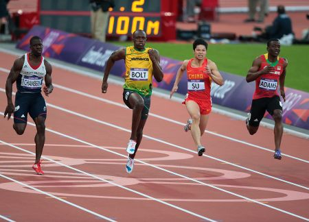 Usain Bolt beats Dwain Chambers in the 100m semi-final
