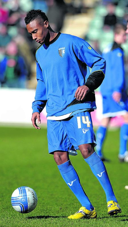 Gills loan signing Jordan Obita warms-up before making his debut from the bench.
