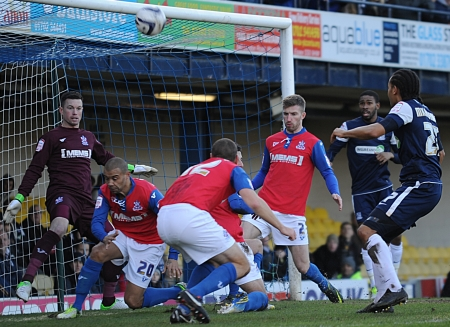 Despite Southend pressure, the Gillingham defence held firm to reclaim top spot in Legaue 2