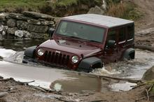 Jeep Wrangler scoopts top off-road honours